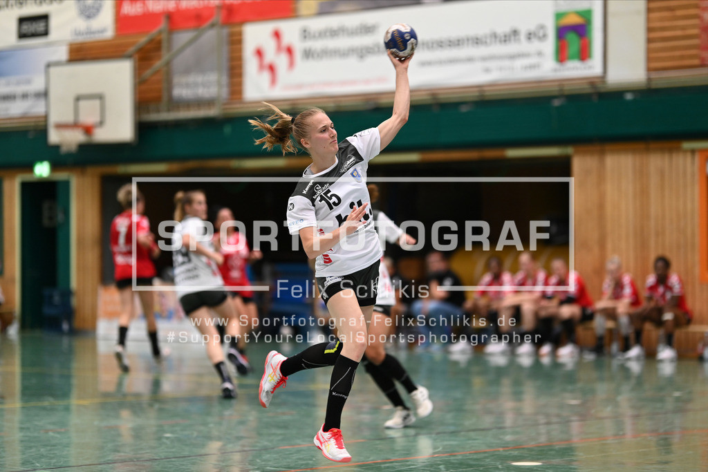 FZ6_0745   Wurf Meret Ossenkopp (#15, Buxtehuder Sportverein); Handball I Testspiel I Buxtehuder SV - TSV Bayer 04 Leverkusen am 01.08.2020 in Buxtehude  (Halle Nord), Deutschland