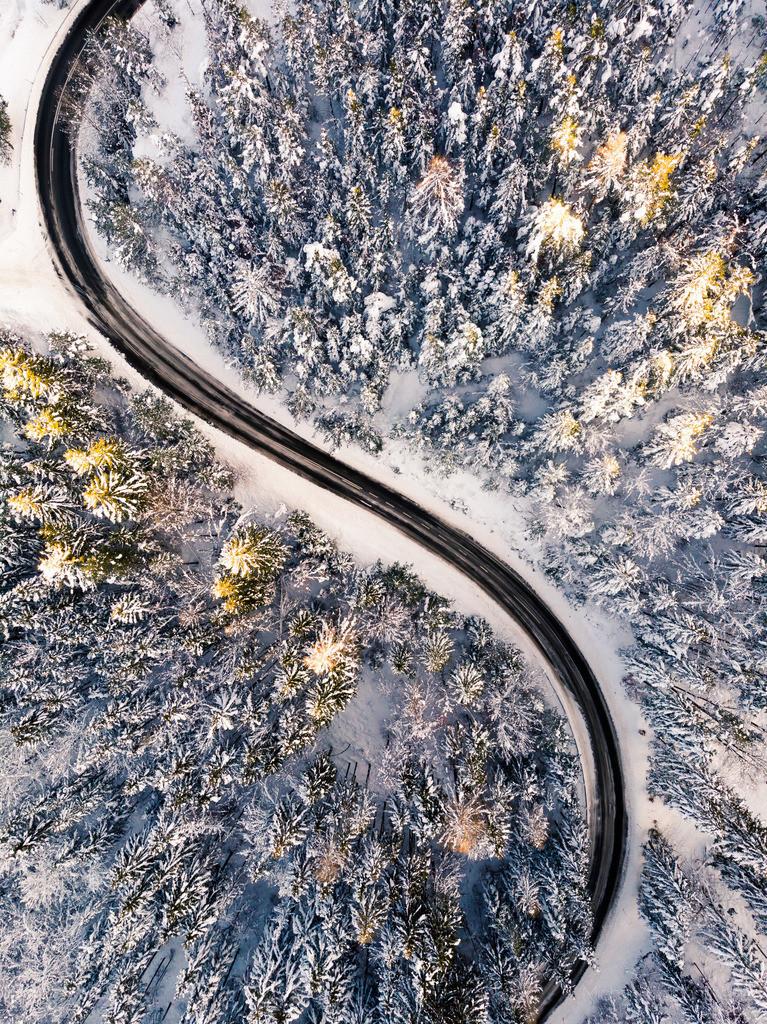 Straße im Winter | Luftbild von einer Straße im Winter