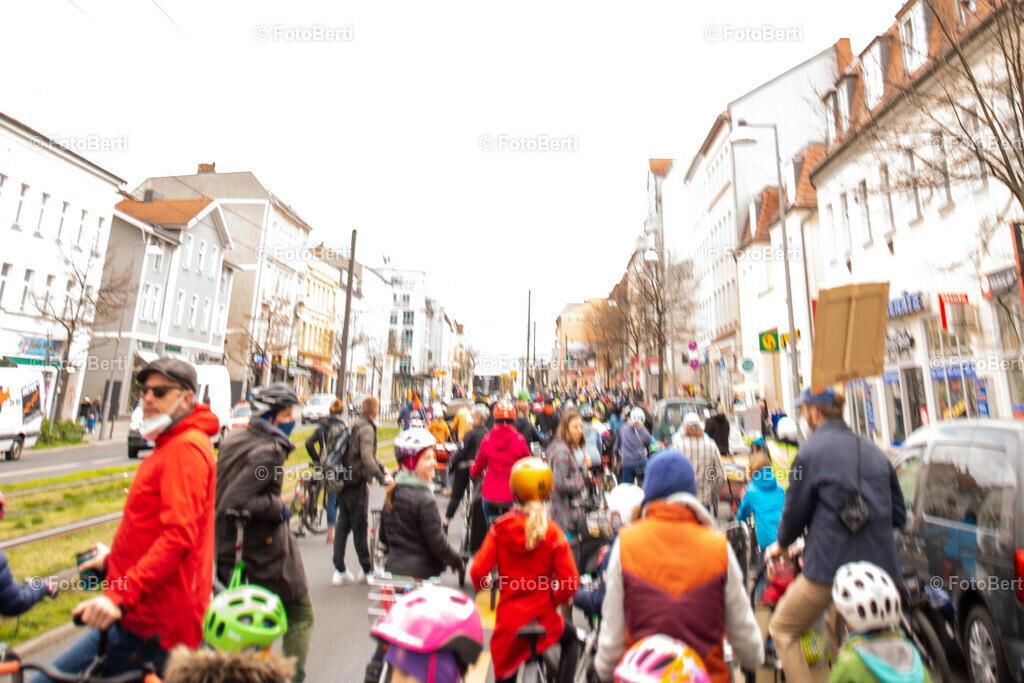 Fahrrad-Demo 24.04.2021 in Weißensee | Verkehrswende auch in Weißensee: Berliner Allee umbauen!