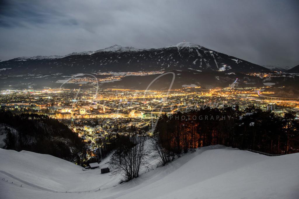 Blick auf Innsbruck | Nächtlicher Blick auf Innsbruck und den Patscherkofel