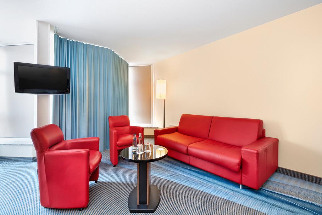 zimmer-suite-05-hplus-hotel-bruehl-koeln