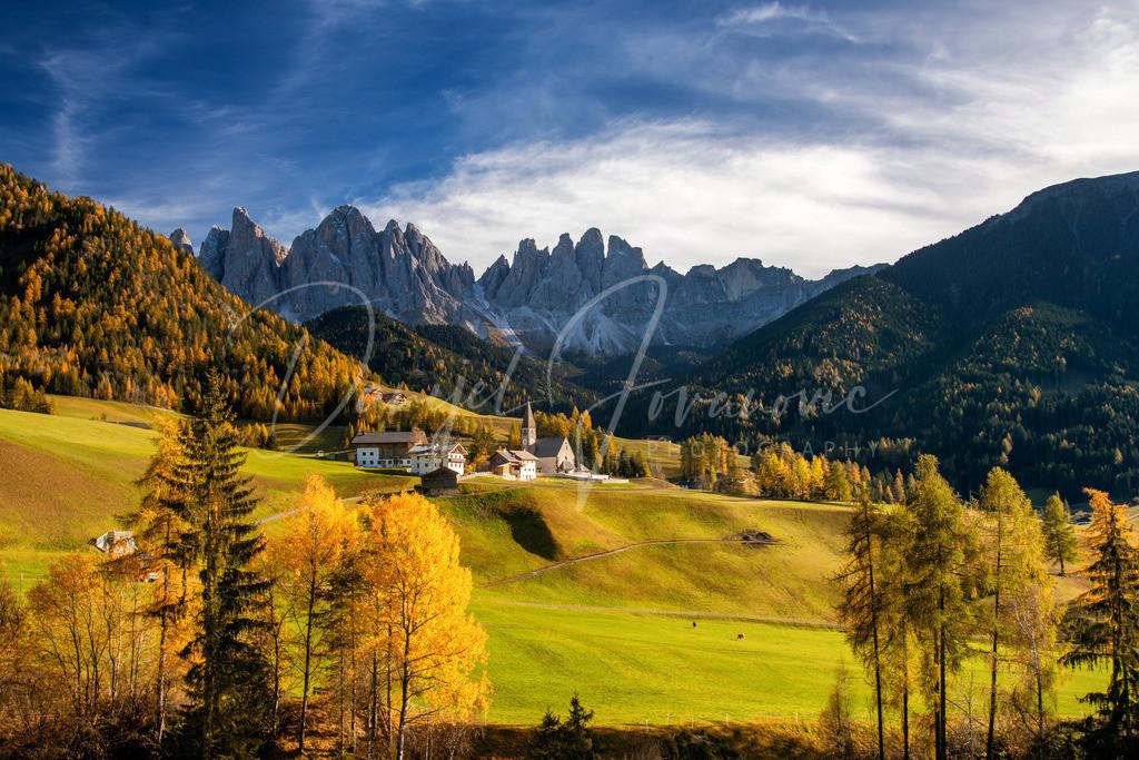 Sankt Magdalena | Das idyllische Dorf Sankt Magdalena im Val di Funes mit Blick auf die Geislergruppe
