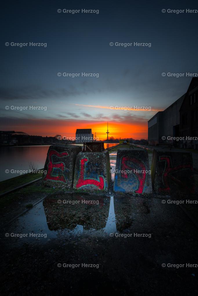 Farbiger Hafen | Sonnenaufgang am Hafen mit Graffiti