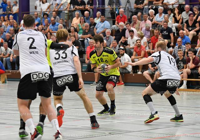 Handball Gross Bieberau Modau - Baunatal 20190824 copyright by HEN-FOTO | Handball 3. Liga Bieberau Modau - Baunatal 20190824 li 2 Florian Weiss (B) Mi 18 Janko Kevic (BM) copyright by HEN-FOTO Foto: Peter Henrich