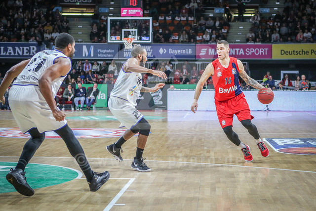 FC Bayern Basketball vs. Science City Jena, Basketball, BBL, 02.02.2019 | Stefan Jovic #16 (FC Bayern Basketball) am Ball , FC Bayern Basketball vs. Science City Jena, Basketball, BBL, 02.02.2019
