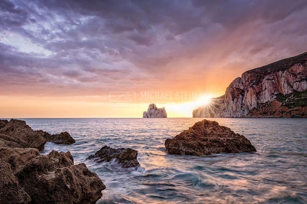 Italien - Sardinien mit Pan di Zucchero | Sonnenuntergang auf Sardinien mit dem Pan di Zucchero im Hintergrund