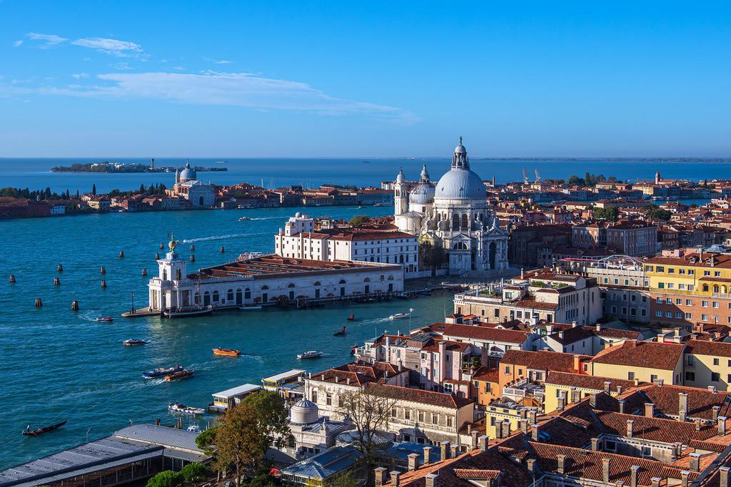 Blick auf die Kirche Santa Maria della Salute in Venedig, Italien   Blick auf die Kirche Santa Maria della Salute in Venedig, Italien.