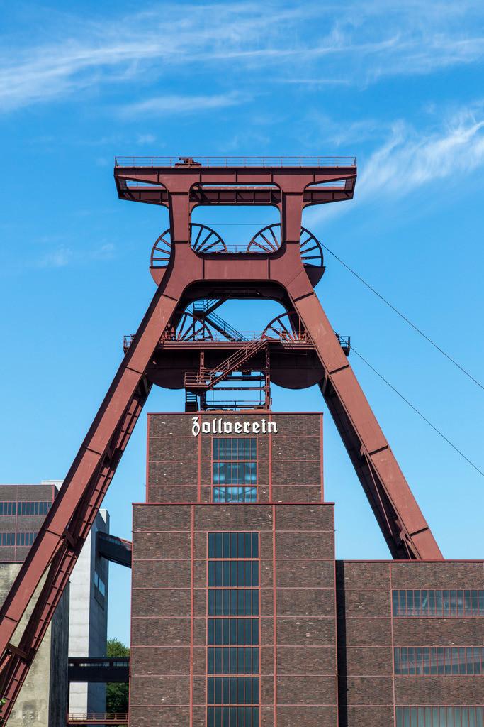 JT-170109-582 | Zeche Zollverein in Essen, UNESCO Welterbe, Doppelbock von Schacht XII, Ehrenhof,