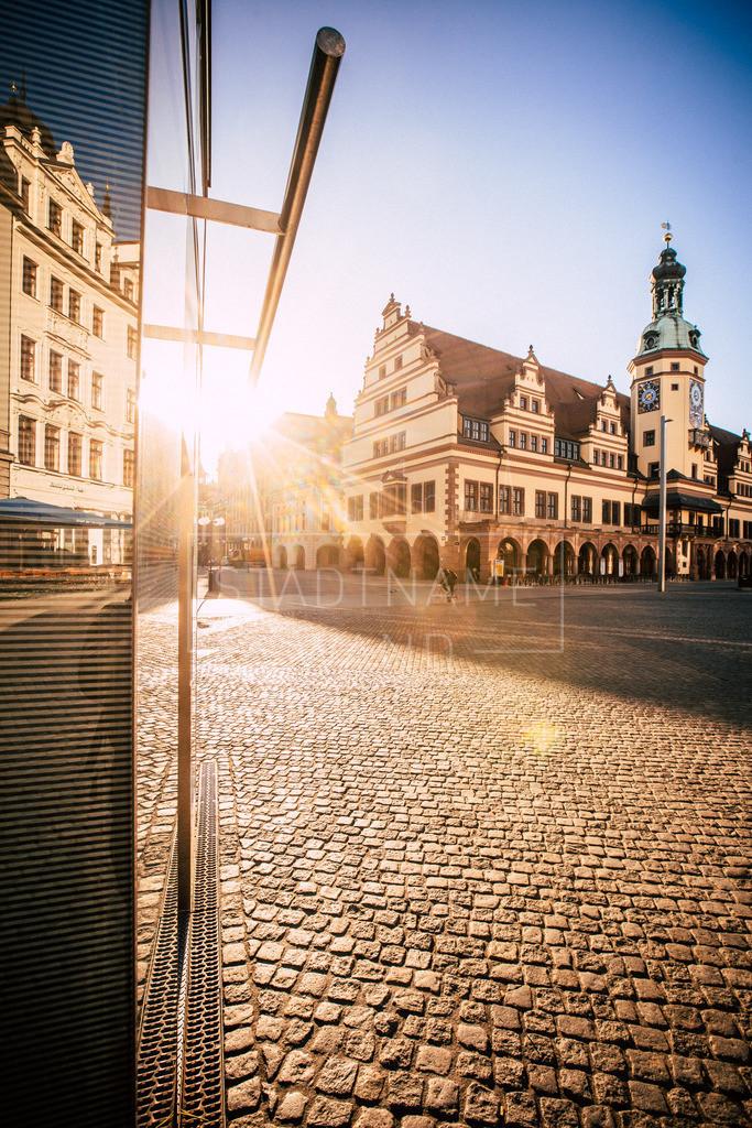 Altes Rathaus Leipzig | Ein Sonnenstrahl macht diesen Ort so bezaubernd. Handelsstraße, Spektakel und Leben vereinen sich auf dem Marktplatz zu Leipzig.