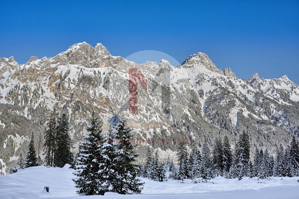 Winterlandschaft Gimpel und Rot Flüh, Tannheimer Tal, Tirol, Österreich