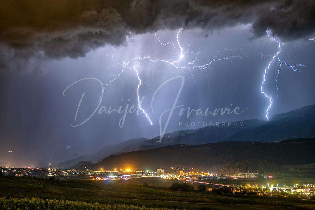 Gewitter über Hall | Gewitter mit Blitzschlägen in der Nähe von Hall