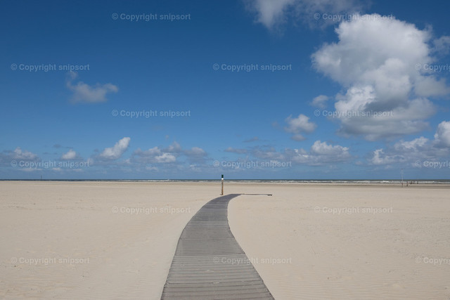 Holzsteg zum Meer | Ein Holzpfad zum Meer am Strand auf Norderney