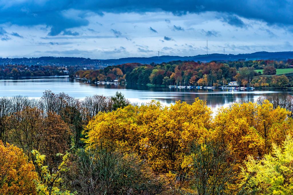 JT-201026 | Der Baldeneysee, bei regnerischem Herbstwetter, ein Stausee der Ruhr, Blick auf das östliche Ufer, Stadtteil Fischlaken, Heisingen, Kupferdreh, in Essen, NRW, Deutschland