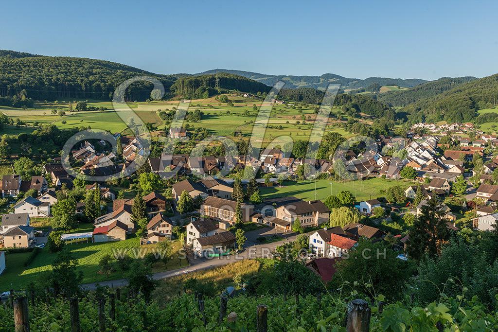 Dorf Ziefen (BL) | Dorfansicht Ziefen im Kanton Baselland.