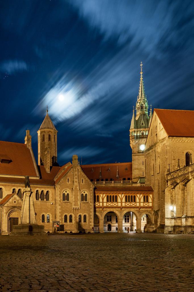 Burgplatz im Mondschein