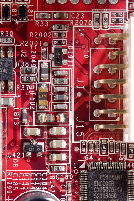 Nahaufnahme rotes Platinendetail   DEU, Deutschland, Stuttgart, 18.11.2009, Detailaufnahme rote Computerplatine Grafikkarte mit aufgelöteten Bauteilen [© 2009 (c)Christoph Hermann, Bild-Kunst Urheber 707707, Karlstrasse 94, 70794 Filderstadt, 0711/6365685;   www.hermann-foto-design.de ; Contact: E-Mail ch@hermann-foto-design.de, fon: +49 711 636 56 85,  ]