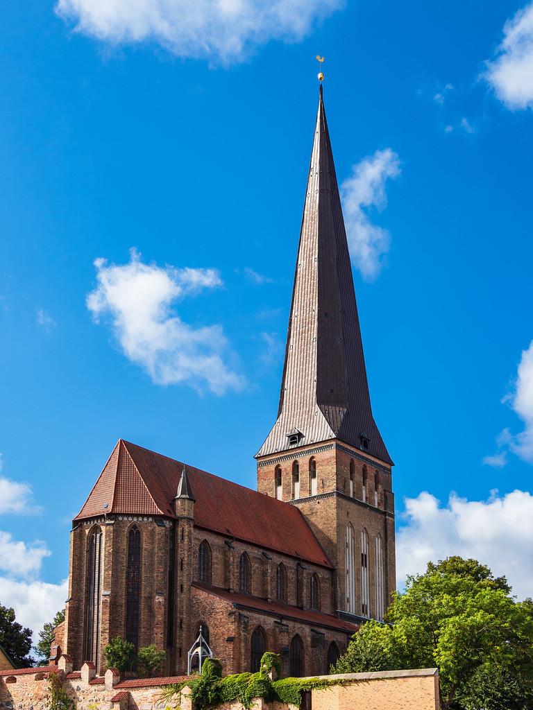 rk_05003   Blick auf die Petrikirche in Rostock.