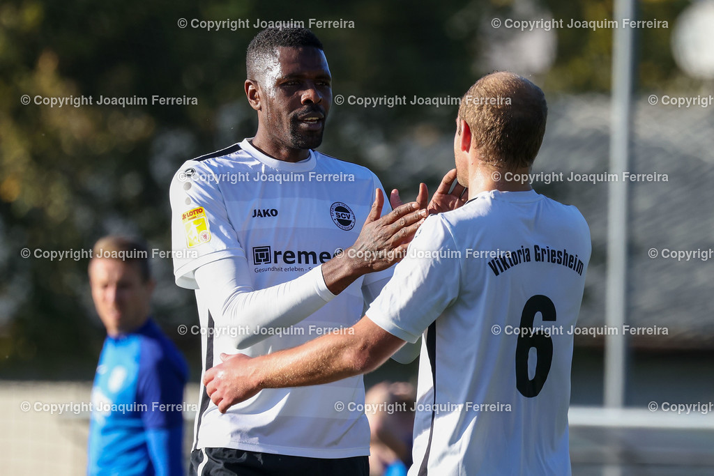 0551_3025 | 10.10.2020 Fussball Hessenliga SC Viktoria Griesheim - Hünfelder SV  v.l.,  Mohamadou