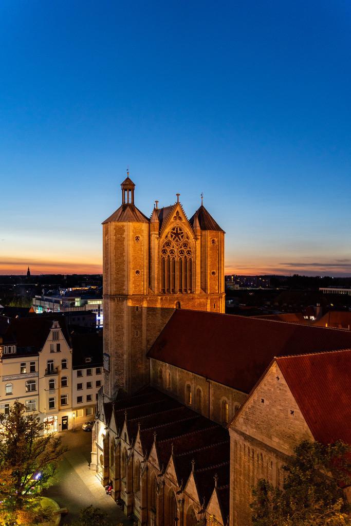 Braunschweiger Dom von oben zur blauen Stunde