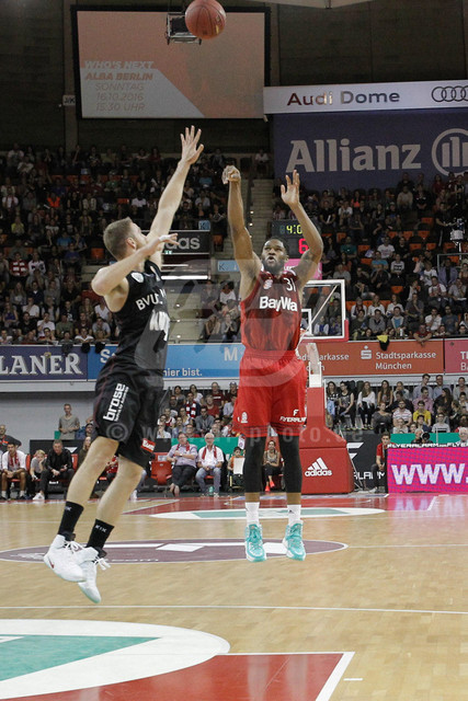 20160930_AF_D4_2336-2 | Wurf von Devon BOOKER #31 (FC Bayern Basketball), FC Bayern Basketball vs. S. Oliver Wuerzburg, Basketball, Bundesliga, 30.09.2016