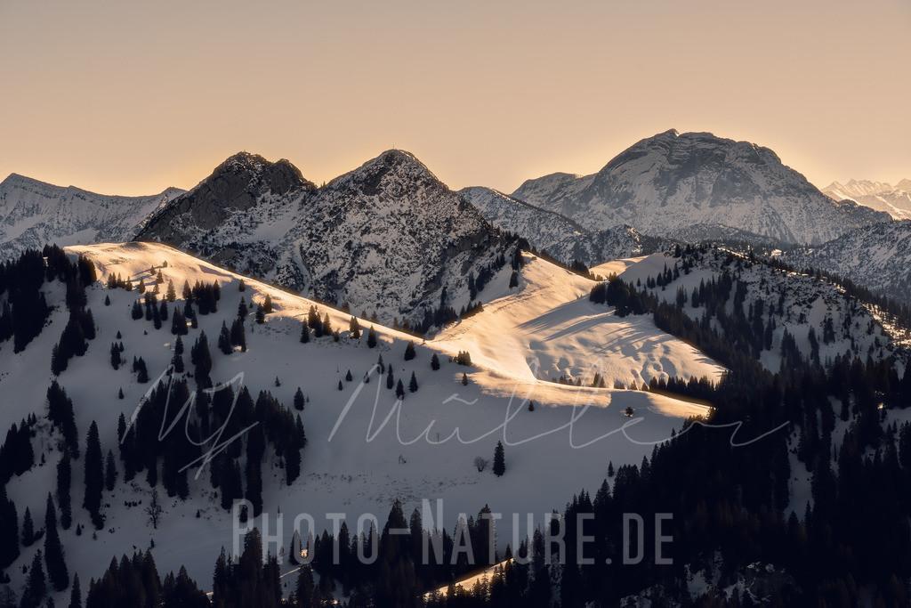 Ein Hütte zwischen zwei Felsen | Die Tegernseerhütte liegt wie ein Adlernest in den Bergen