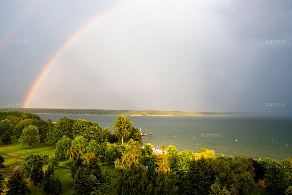 0-090526-4704 | --Dateigröße 3888 x 2592 Pixel-- Regenbogen über der Müritz