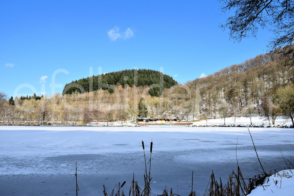 Winter am Gemünder Maar in der Eifel | Winterlandschaft am Gemünderner Maar, Vulkaneifel