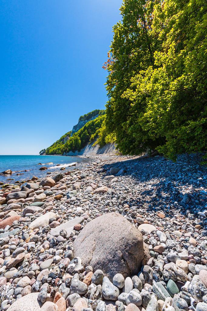 Steine an der Ostseeküste auf der Insel Rügen | Steine an der Ostseeküste auf der Insel Rügen.