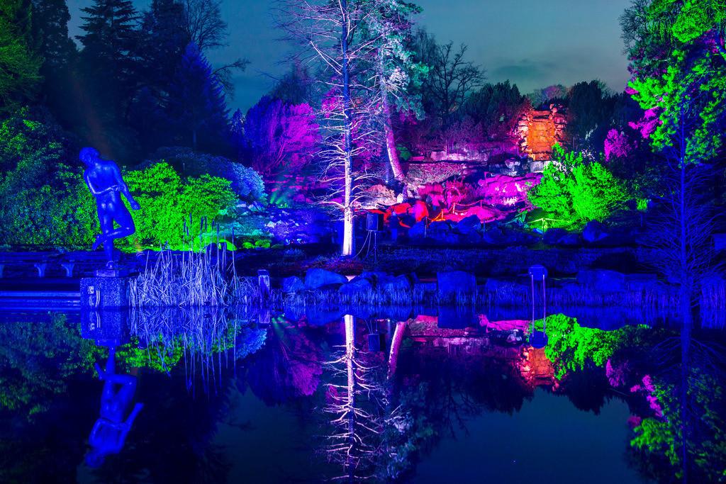 JT-160306-039 | Parkleuchten, Lichtinstallationen im Grugapark, illuminierte Objekte und Parklandschaften in einem Stadtpark in Essen, Deutschland,
