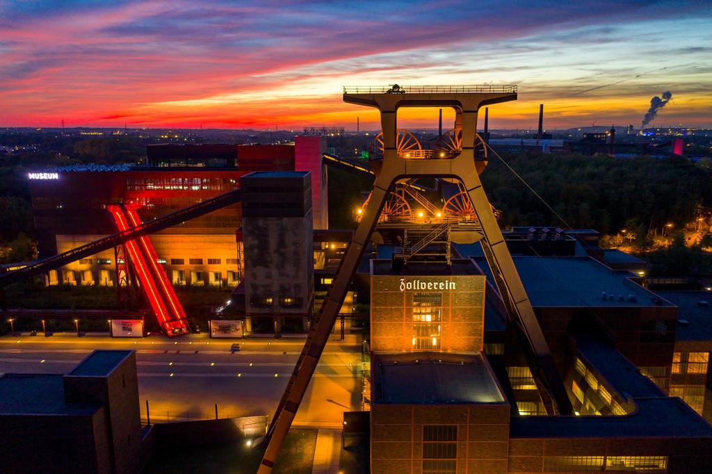 JT-181008-259 | Welterbe Zeche Zollverein in Essen, Doppelbock Fördergerüst von Schacht 12, Ruhrmuseum im Gebäude der ehemaligen Kohlenwäsche,