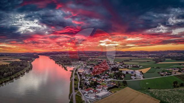 Lichtspiele   Lichtstimmung über Au an der Donau beim Sonnenuntergang