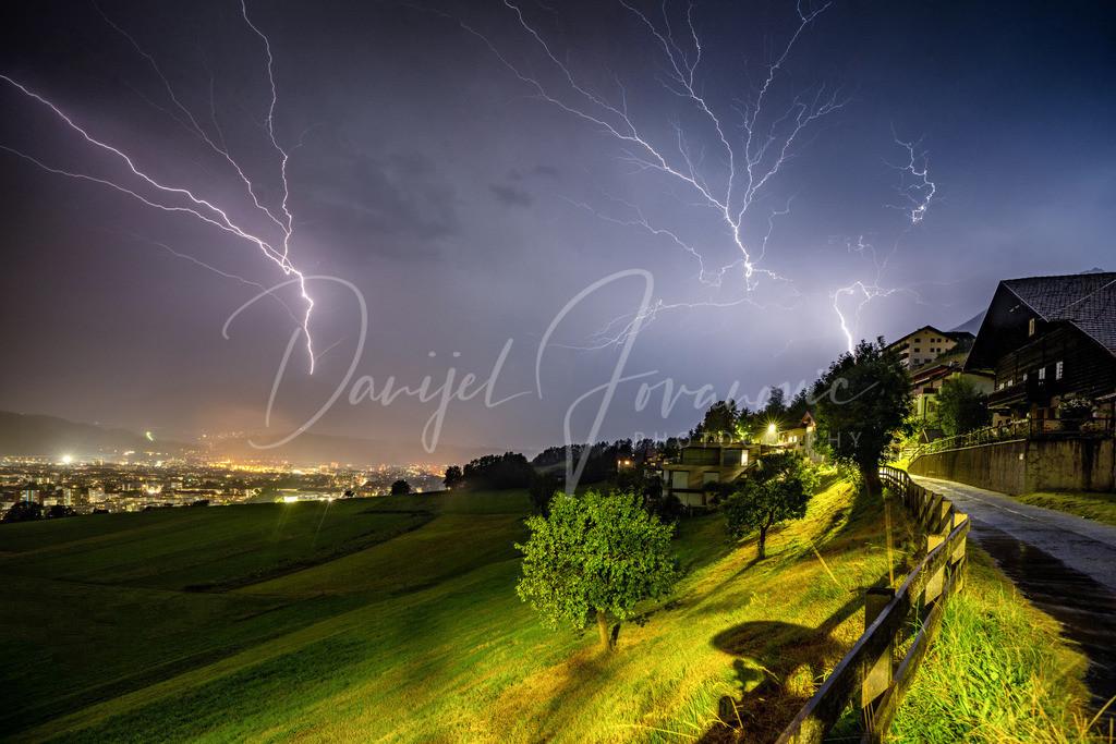Gewitter | Nachtgewitter über Innsbruck mit Blitzschlag auf der Nockspitze