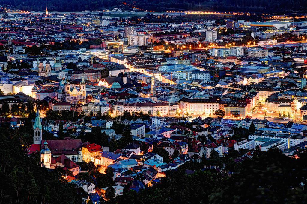 Innsbruck   Innsbrucker Innenstadt bei Nacht