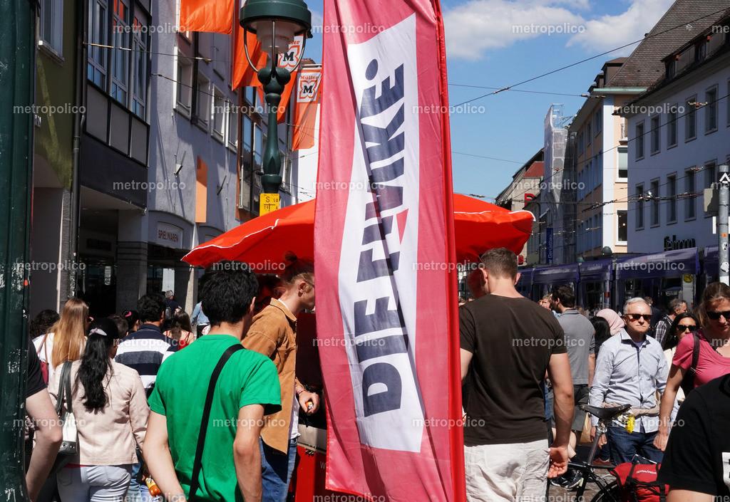 Die Linke in der Fußgängerzone Freiburg