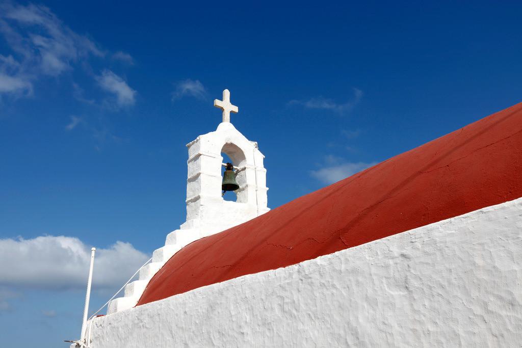 JT-110809-085 | Glockenturm, Kreuz, einer kleinen Kirche, Kapelle in der Altstadt von  Mykonos, Griechenland, Europa.