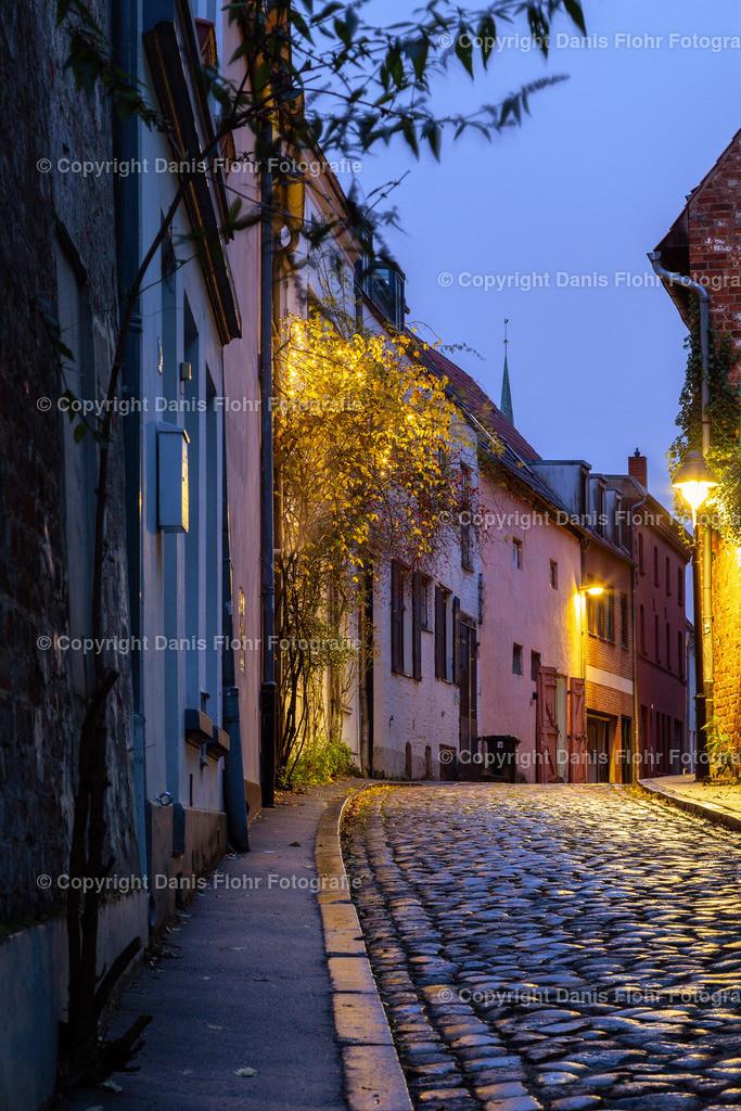 Lübecker Gasse zur blauen Stunde | Blaue Stunde in einer Lübecker Gasse