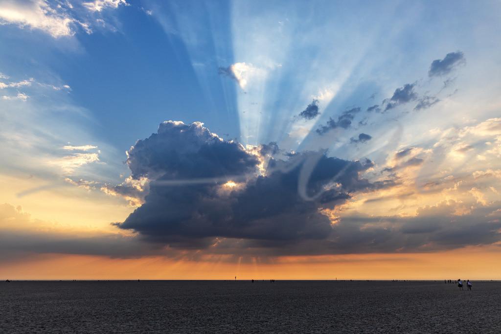 Die Strahlung der Sonne | Einzigartig ist das Licht über der Nordsee in Sankt Peter-Ording. Immer anders, immer schön!