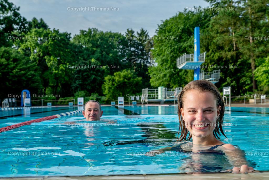 DSC_1642-2 | ble,Lorsch, Waldschwimmbad, Schwimmbad, Eröffung am 5.Juni 2021, um 8:00 Uhr, Anschwimmen durch Bürgermeister Christian Schönung und Jasmin Hofmann (Stadt Lorsch), ,, Bild: Thomas Neu