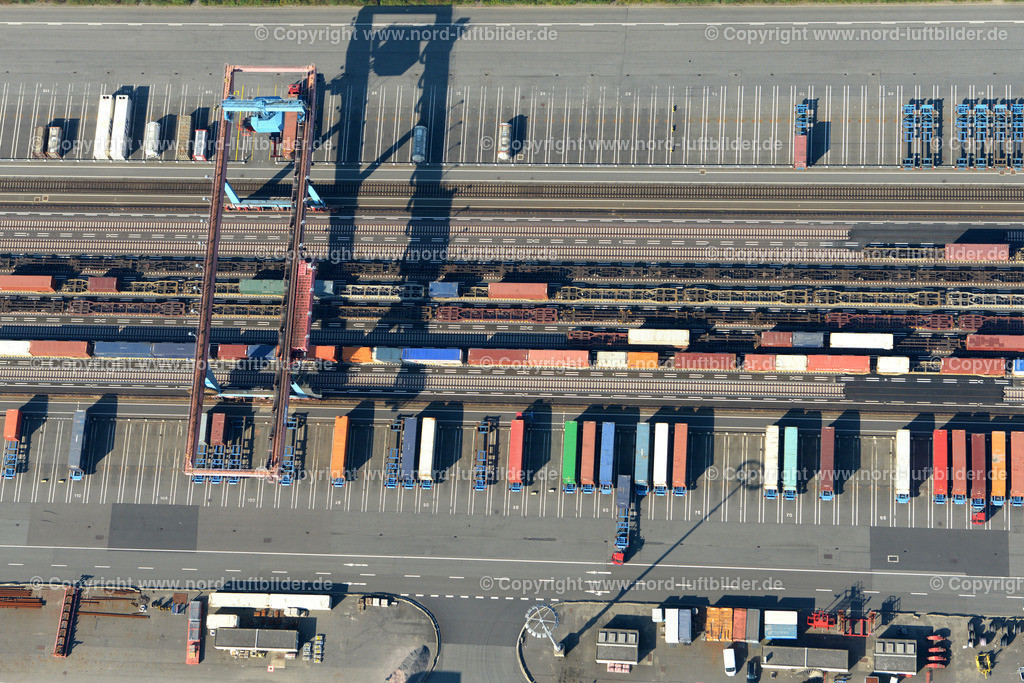 Hamburg Altenwerder HHLA_ELS_4094120916 | Hamburg - Aufnahmedatum: 12.09.2016, Aufnahmehöhe: 450 m, Koordinaten: N53°30.241' - E9°55.921', Bildgröße: 6207 x  4142 Pixel - Copyright 2016 by Martin Elsen, Kontakt: Tel.: +49 157 74581206, E-Mail: info@schoenes-foto.de  Schlagwörter:Hamburg,Altenwerder,Hafen,AutomatisierterHafen,Elbe,Luftbild,Luftbilder, Martin Elsen