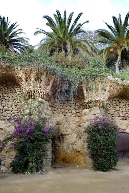Park Güell Antoni Gaudís Garten-Parkanlage Detail Stützmauern   ESP, Spanien, Barcelona, 16.12.2018, Park Güell Antoni Gaudís Garten-Parkanlage Detail Stützmauern [2018 Jahr Christoph Hermann]