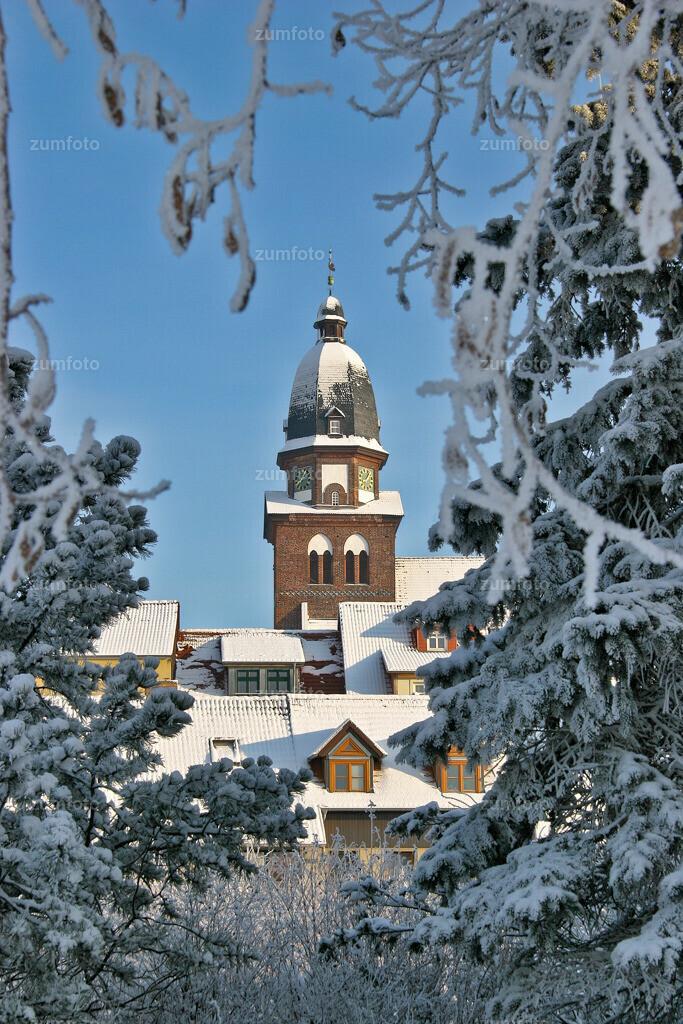 winterlicher Blick auf die Marienkirche von Waren (Mueritz)