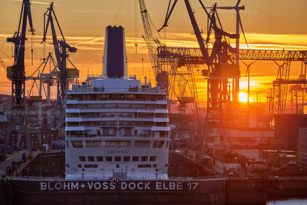 10200402 - Setting Sun | Das Kreuzfahrtschiff Oriana bei Sonnenuntergang im Dock Elbe 17 im Januar 2018. Das Schiff wurde mittlerweile in