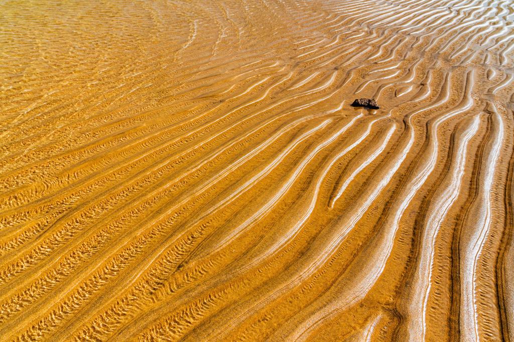 Best. Nr. Strandspaziergang02   Glänzende Sandmuster an der Playa de la Barca, Fuerteventura