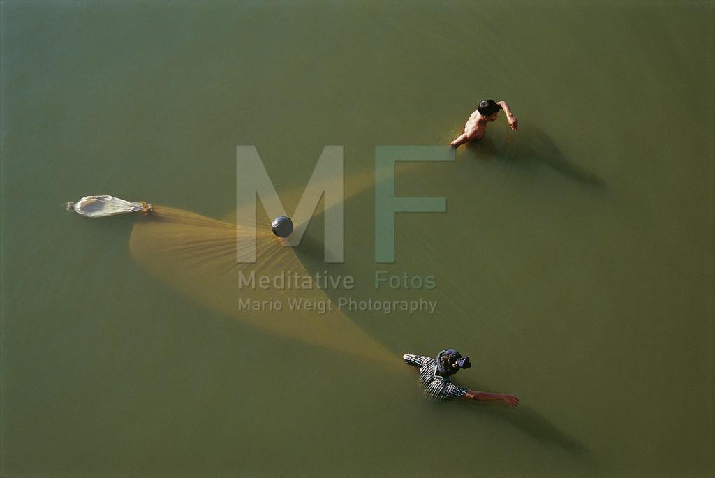 Fischer | Fischer mit einem Schleppnetz in Amarapura
