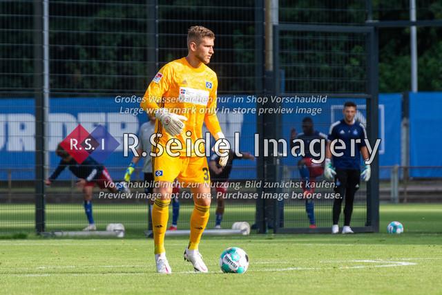 Fußball, Herren, Testspiel, Hamburger SV - FC Midtjylland, HSV-Trainingsplatz am Volksparkstadion, 20.08.2020   Julian Pollersbeck (#33, HSV, Torwart)
