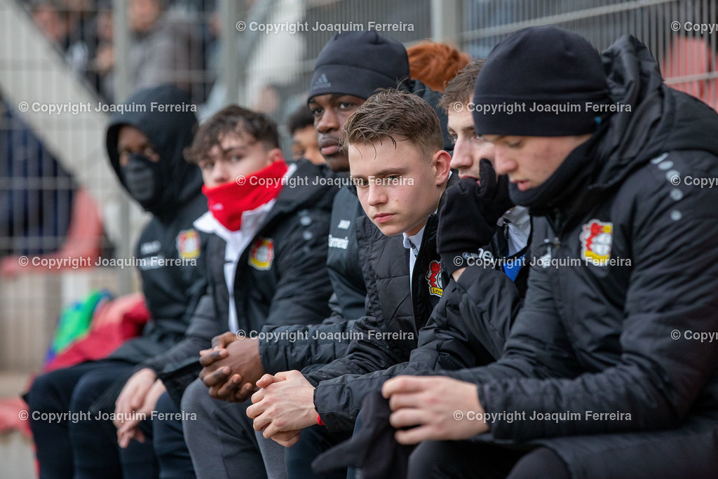 191211_levvsjuvu19_0734 | Leverkusen, 11.12.2019 UEFA Youth League Gruppe D Bayer 04 Leverkusen U19 - Juventus Turin emspor, v.l.,  Ersatzspieler, Ersatzbank Bayer 04 Leverkusen    (DFL/DFB REGULATIONS PROHIBIT ANY USE OF PHOTOGRAPHS as IMAGE SEQUENCES and/or QUASI-VIDEO)