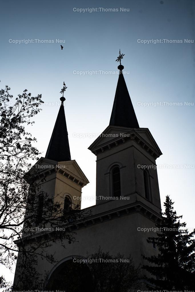 DSC_0671 | bbe,Schwanheim,Kirche, Shiloette der beiden Türme des Georg Moller Baus in Schwanheimn, 1819-1821 entstand die Kirche in Schwanheim.,, Bild: Thomas Neu
