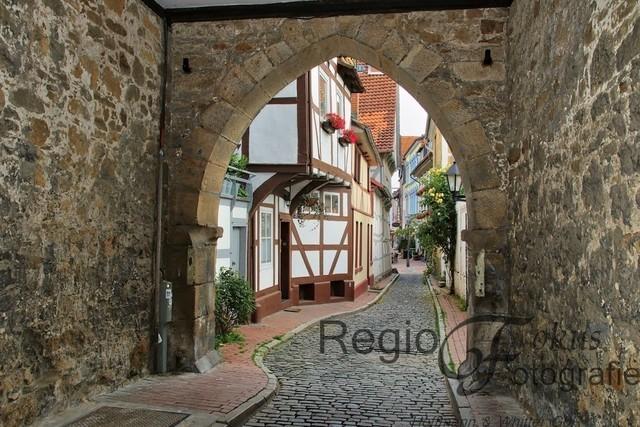 Weg in die Stadt | Durchgang durch den Kehrwiederturm in die Stadt Hildesheim