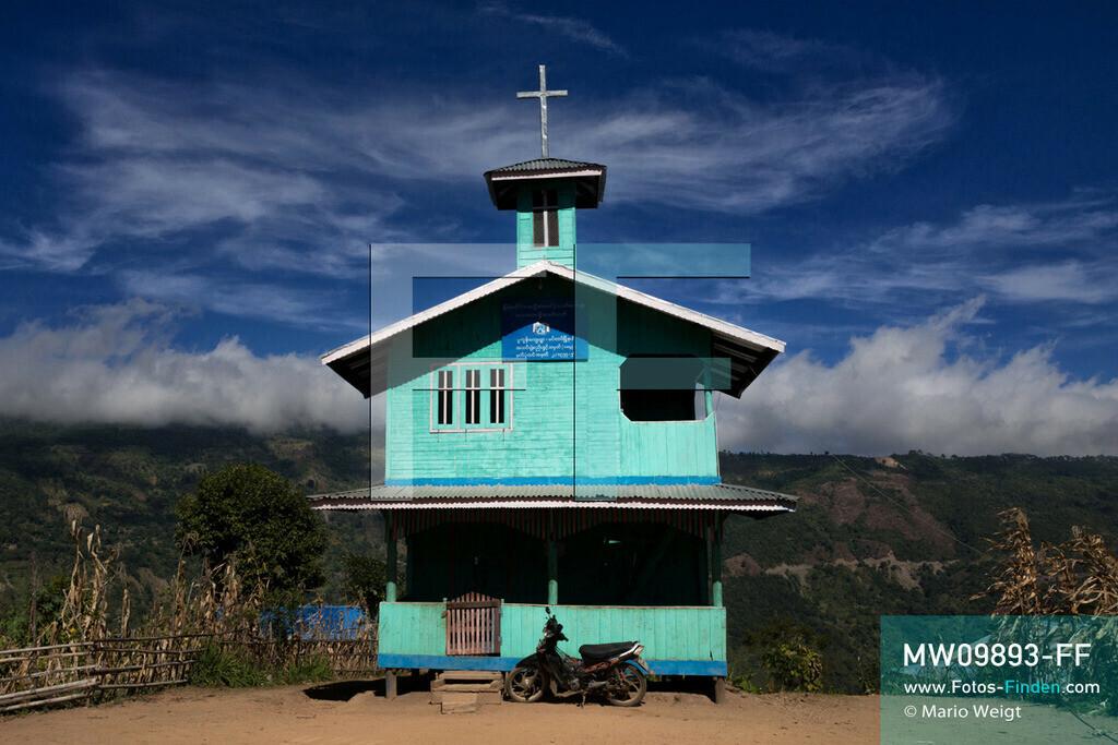MW09893-FF   Myanmar   Mindat   Reportage: Mindat im Chin State   Baptistenkirche in Pukon, ein Dorf vom Bergvolk der Chin. Durch die Missionierung zu Beginn des 20. Jahrhunderts bekennen sich über 80 Prozent der Chin zum Christentum.   ** Feindaten bitte anfragen bei Mario Weigt Photography, info@asia-stories.com **