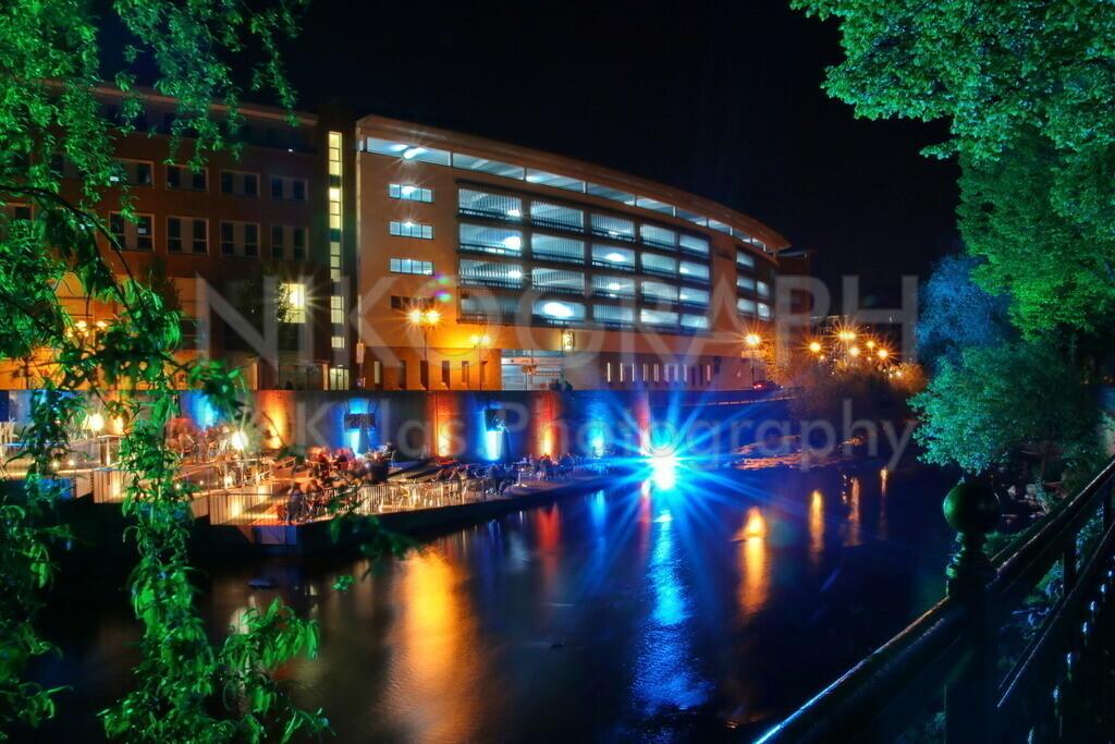 Lichter der Nacht in Hagen | Die Volme-Terrasse am Rathausin Hagen bei Nacht.